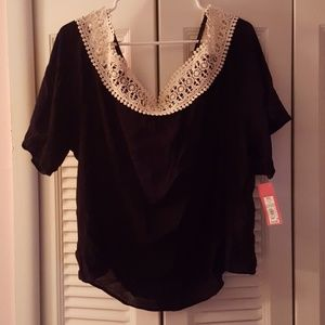 Black & Cream short sleeve/off the shoulder shirt